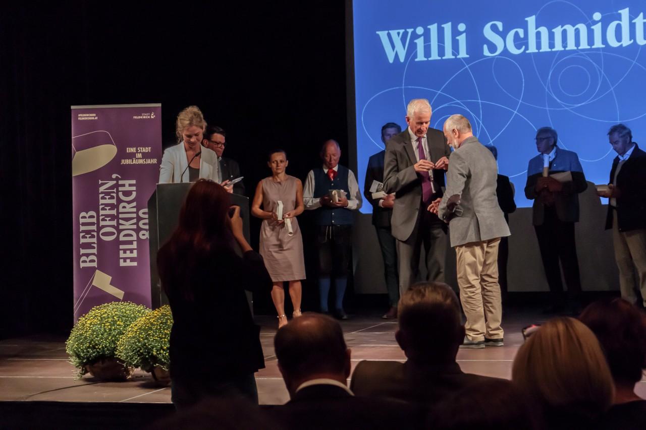 Auszeichnung für Willi Schmidt für 40 Jahre Ehrenamt
